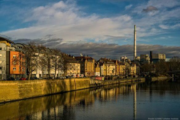 Stuttgart vom Fluss aus gesehen